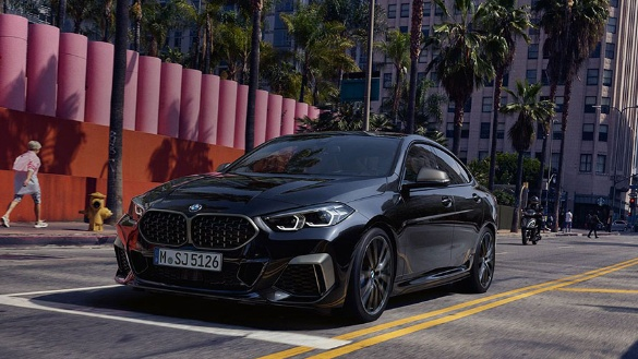 BMW 2er Gran Coupé M Automobil in schwarz